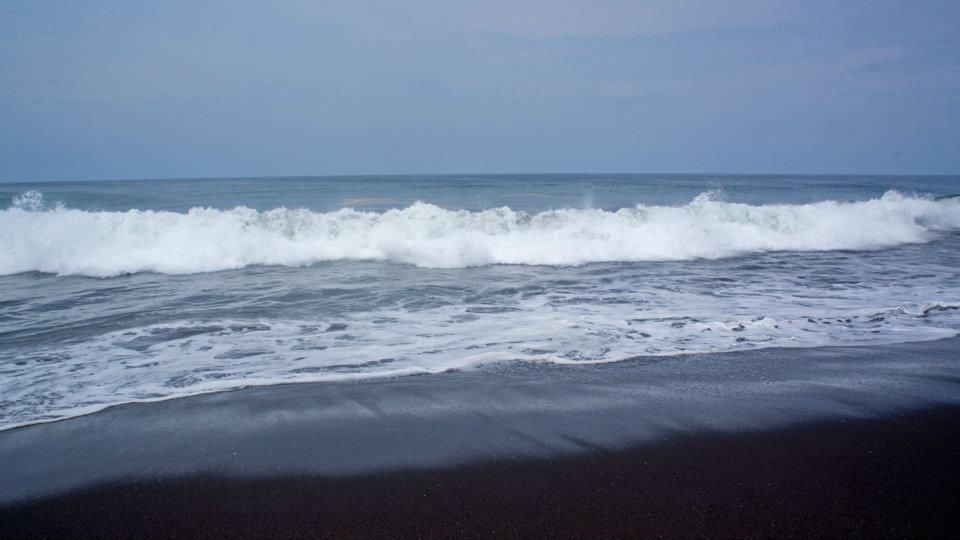 Strong waves on Guatemala's south coast.